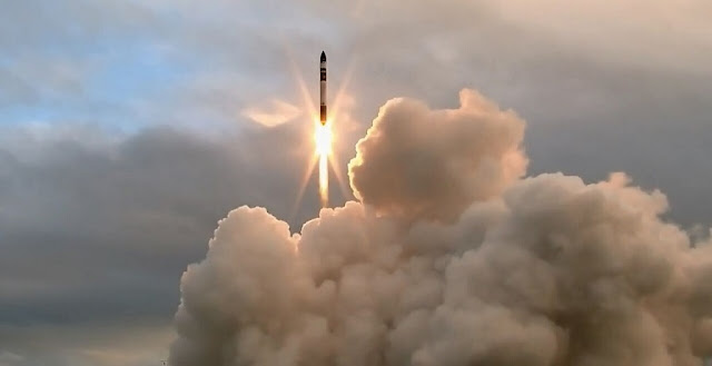 Electron rocket lifting off at 16:20 NZST from Rocket Lab Launch Complex 1 on the Mahia Peninsula in New Zealand. Credit: Rocket Lab
