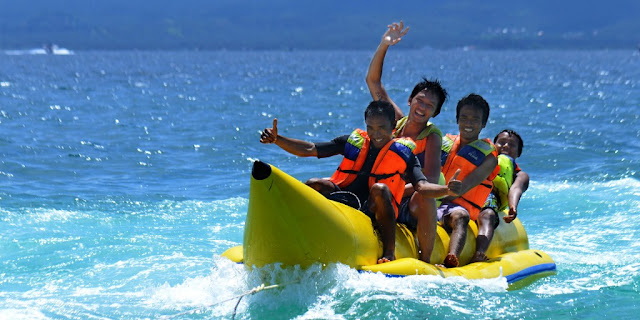 5 Tips Kegiatan Seru Menikmati Liburan di Pantai, Banana Boat Water Sport di Tanjung Benoa, Bali