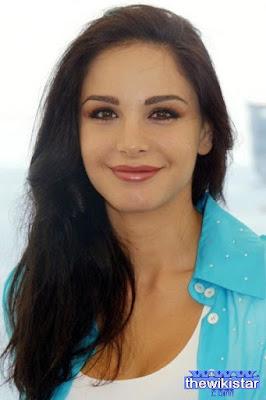 قصة حياة جويل بحلق (Joelle Behlock)، ممثلة وإعلامية لبنانية، من مواليد 1979