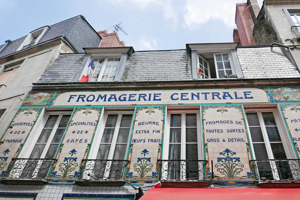 Jolie façade de Fromagerie réalisée avec de la faïence