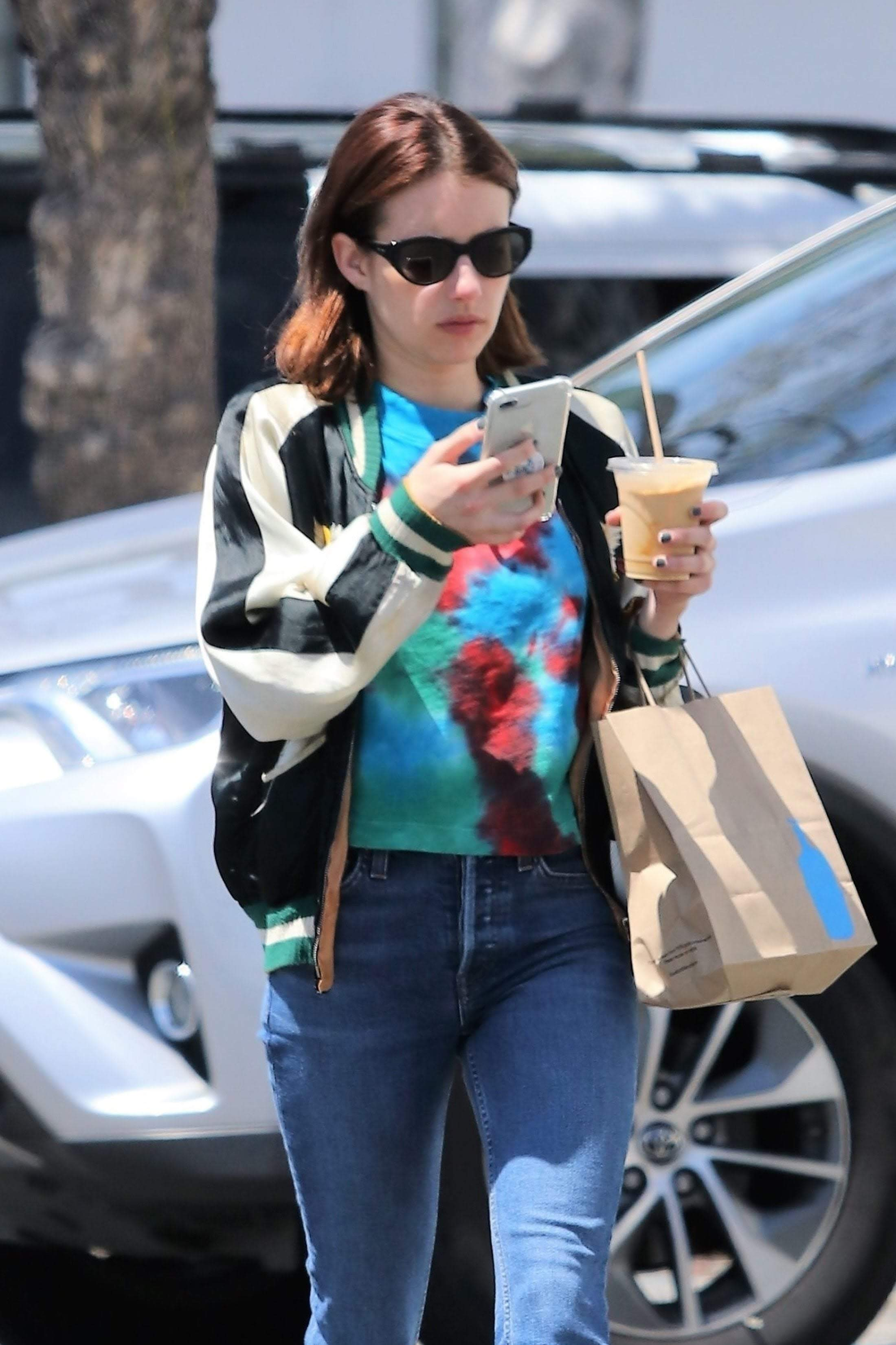 Emma Roberts steps out in Los Angeles : 謎のスリラー映画の「ザ・ハント」が今秋全米公開のエマ・ロバーツ ! !