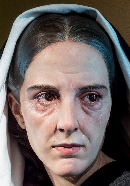 La Virgen Maria tras morir Jesus en la Cruz se quedo con San Juan Evangelista el discipulo amado