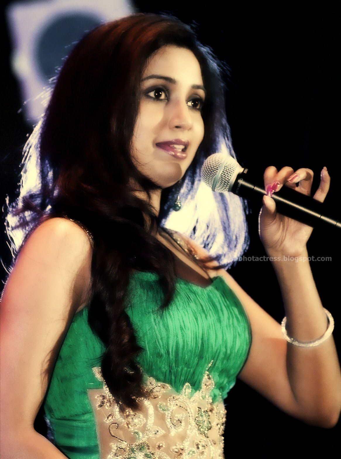 Gulfjobportal Shreya Ghoshal Hot Navel,Cleavage And Ampit Show Sexy -9875