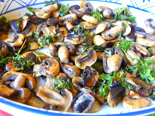 SPLENDID LOW-CARBING          BY JENNIFER ELOFF: MUSHROOMS IN PARSLEY BUTTER AND WINE