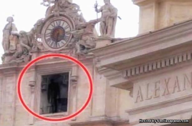 Hantu Terakam Di Vatican