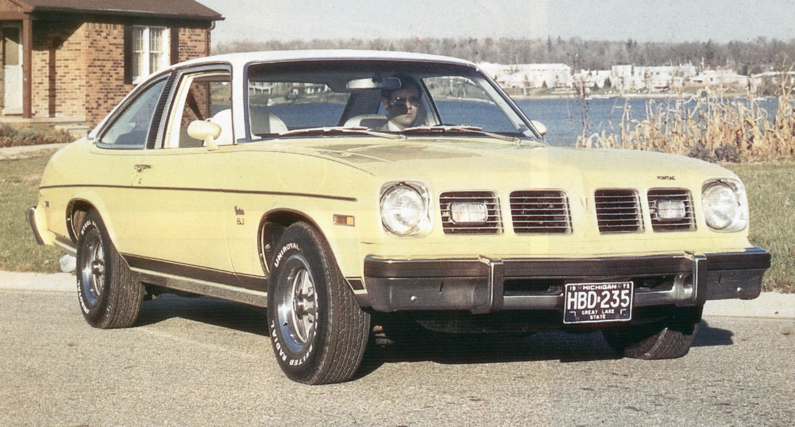 if the gto returned in 1975 it would ve resembled this sj ventura with stripes  [ 1600 x 859 Pixel ]