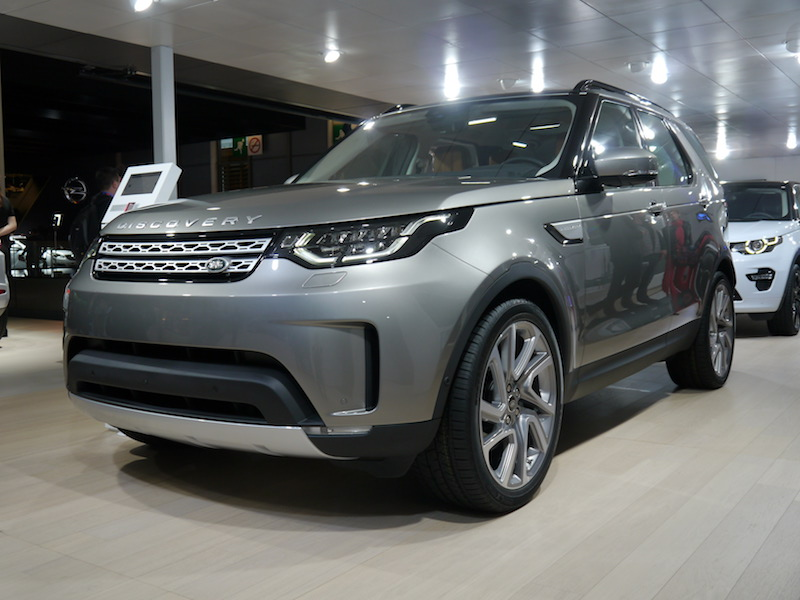 Hinh Anh Xe Land Rover Discovery 5 HSE Đời Mới 2017
