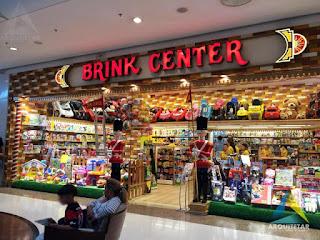 projeto de arquitetura loja brinquedos entrada letreiro