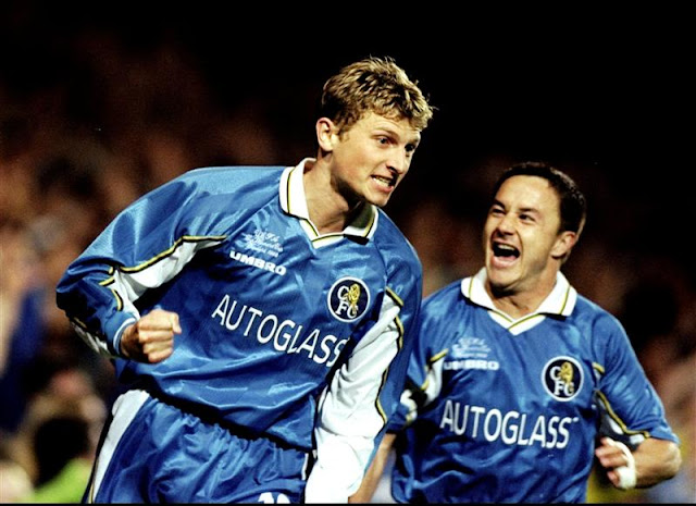 Tore Andre Flo and Dennis Wise celebrating a Chelsea goal