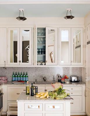Berikan Cermin Pada Kabinet Kitchen Set Guna Mendapatkan Kesan Mewah