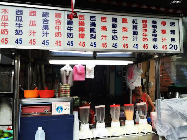 IMG 6722 - 【台中美食】台中人的下午茶 ,創立於1964年的台中忠孝夜市木瓜牛奶老店『美乃屋』@木瓜牛奶@忠孝夜市@下午茶@知名老店