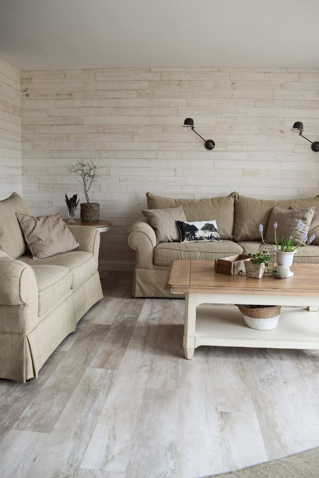 Natürlich renoviert und dekoriert: das Wohnzimmer ist fertig ...