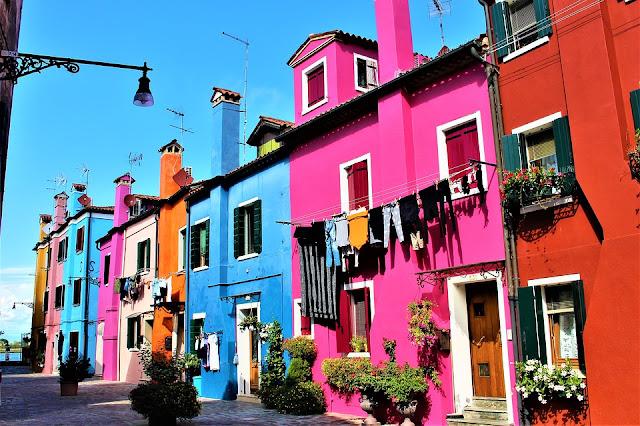 BURANO_ITALYdestinos-fantasticos-para-conhecer-na-italia