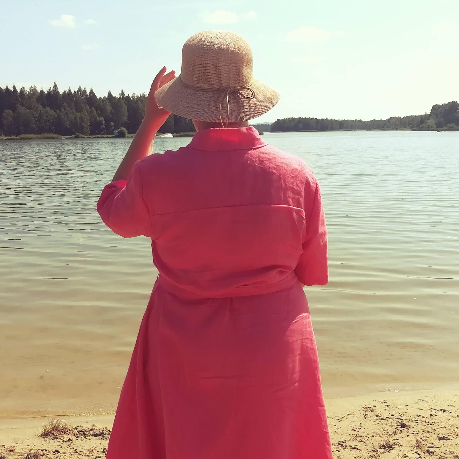 Dziewczyna jak malina. Różowa lniana sukienka