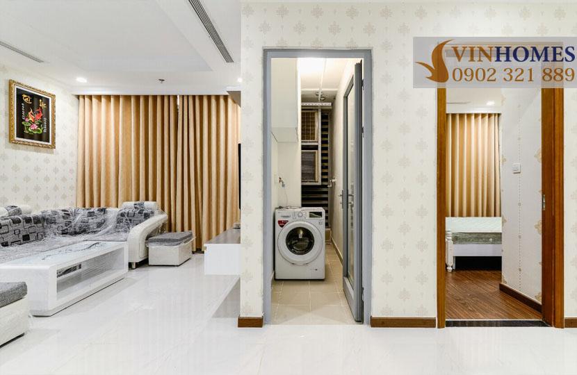 Landmark 5 Vinhomes Central Park cho thuê căn hộ 2 phòng ngủ - logia phòng giặc