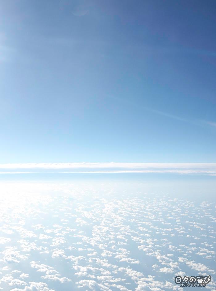 Vue sur les nuages depuis l'avion, vol Paris-Osaka, novembre 2017