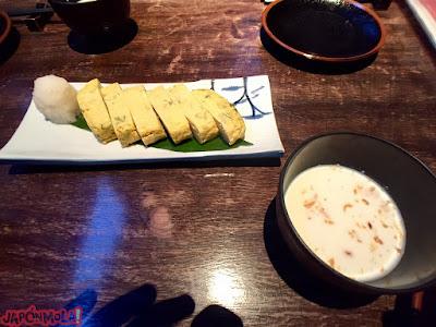 Tamagoyaki y sopa fría de nabo con cebolla crujiente