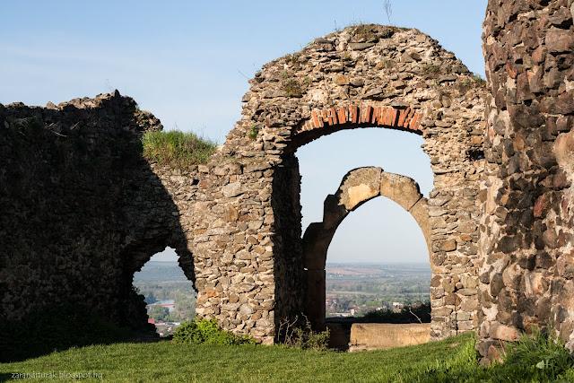 Solymos régi kapujának romjai
