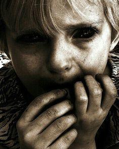 penampakan hantu bocah bermata hitam yang mengerikan bikin merinding