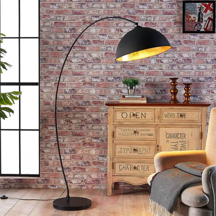 Picture of an arch lamp with a circular lamp