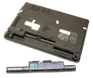 Lepaskan Baterai Laptop
