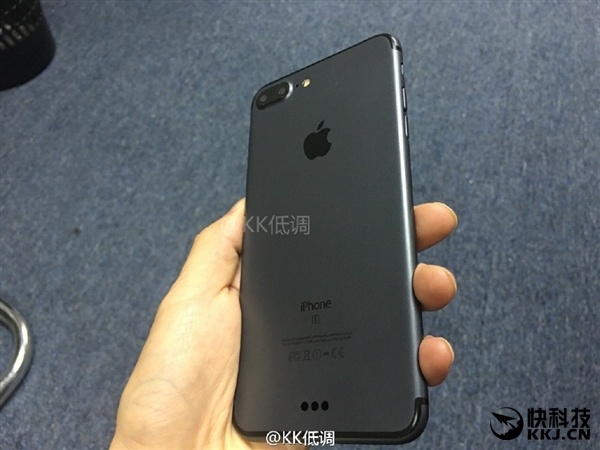 Take a closer look of Apple iPhone 7 Plus in Black color for Men in