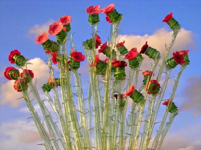 Flores hechas con botellas de plastico