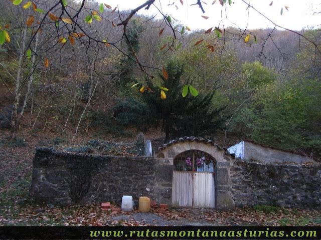 Senda Cartero, Peña Salón y Vibolines: Cementerio de Víboli