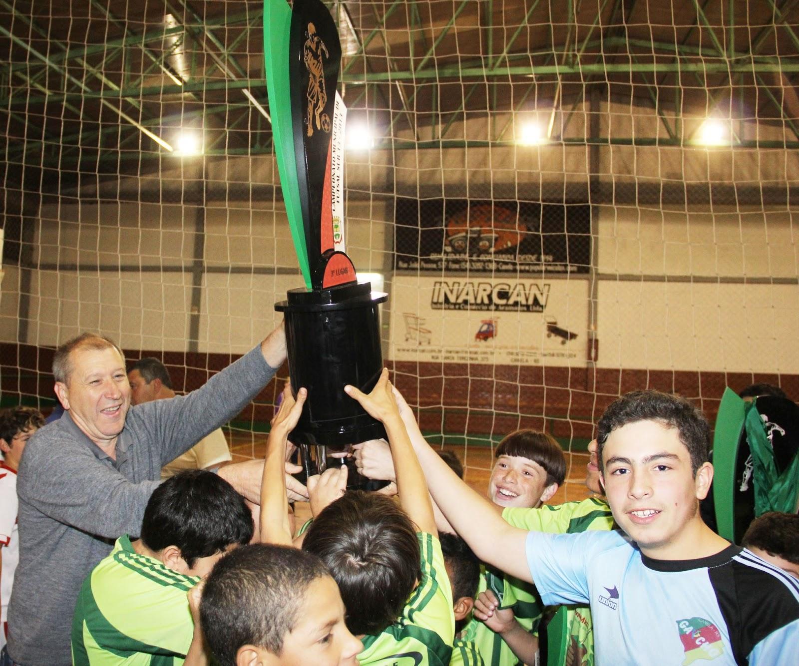 ... letra Carioca Pinturas sagrou-se campeã do Campeonato Municipal de Futsal  Sub-13 promovido pelo DMEL de Canela. No duelo final a equipe Toque de ... 06b0b1fd52e24
