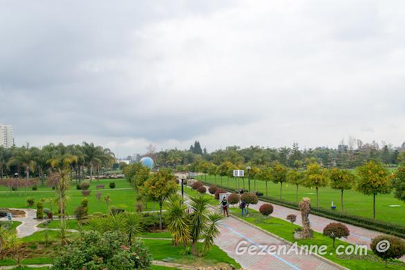 Merkez Parkın geniş arazisi, Adana
