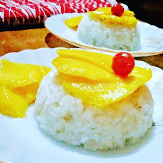 Thai Sweet Sticky rice with Coconut milk and Mango