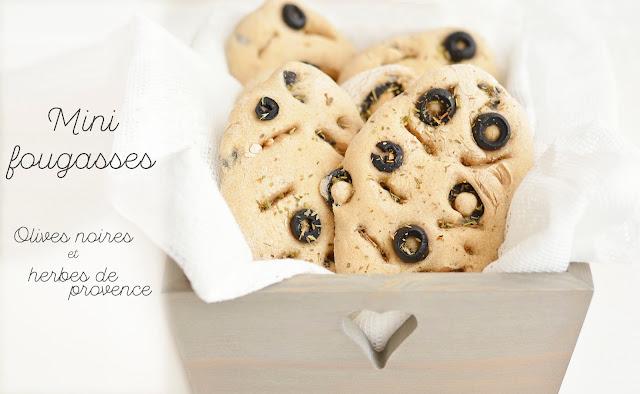 Mini fougasses aux olives noires et herbes de Provence (à la farine complète, vegan)
