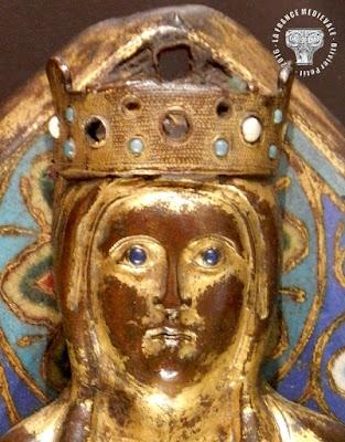 DIJON (21) - Musée des Beaux Arts : Vierge à l'Enfant en émail champlevé (XIIIe siècle)