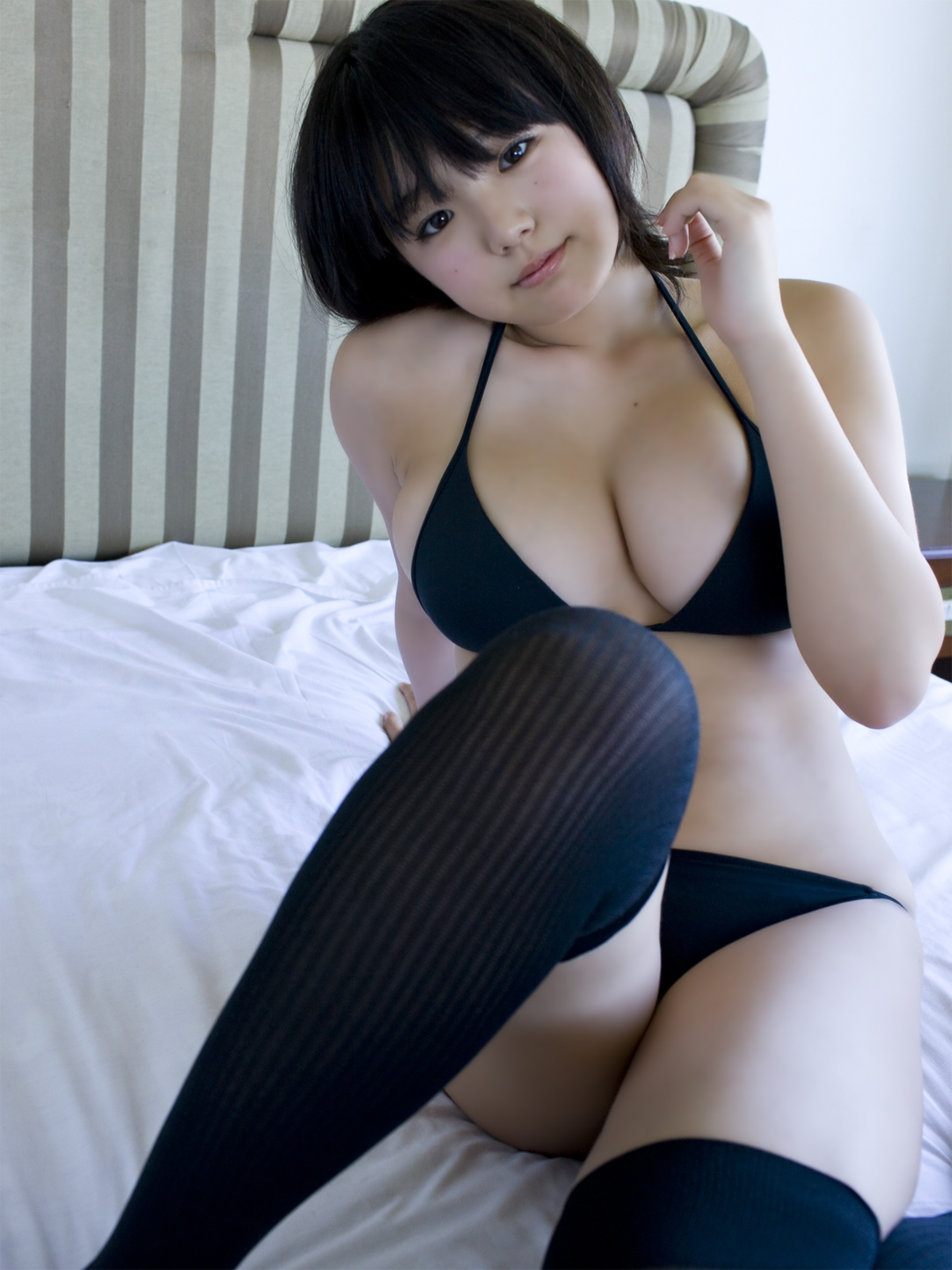 Ai Shinozaki Photos sexy japanese bikini - in Black bikini
