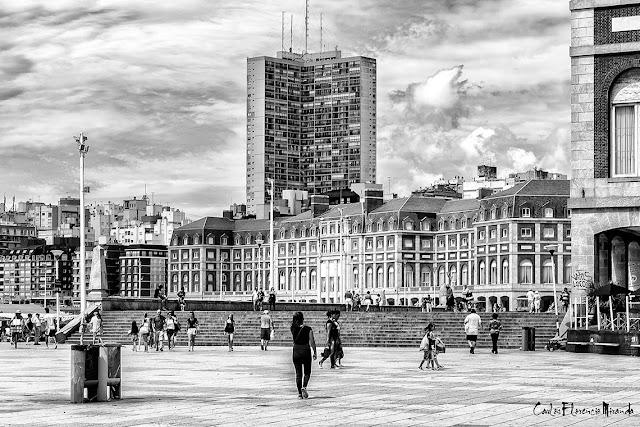 Blanco y negro de la Rambla Casino en Mar del Plata,Argentina.