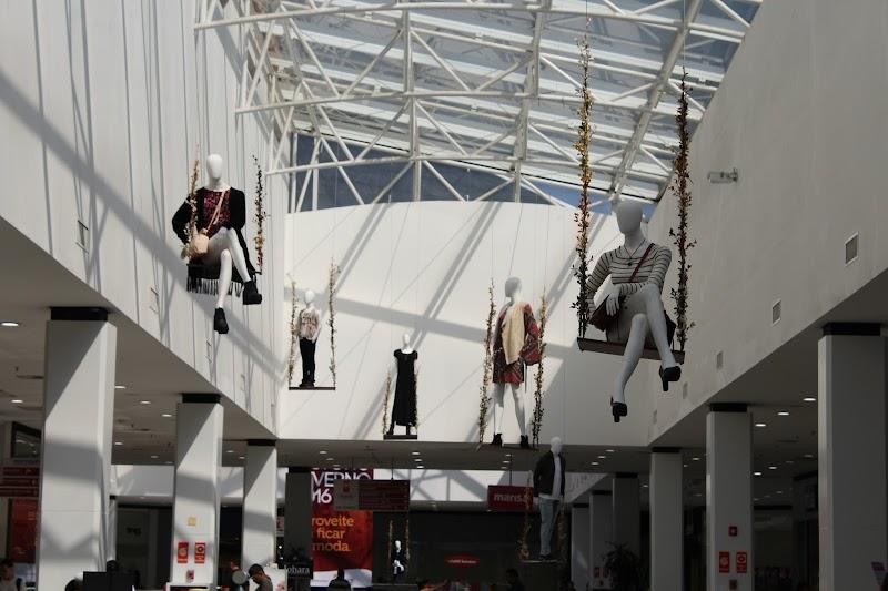 Shopping Metrô Itaquera lança coleção Outono-Inverno com manequins aéreos