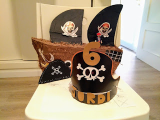 corona y barco pirata