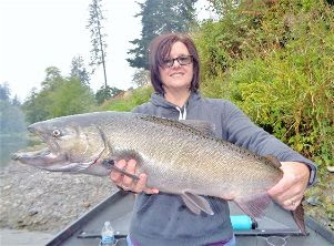 Rogue-river-salmon-fishing-near-Grants-Pass-Oregon