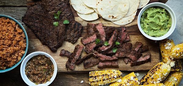 習慣吃飯配新聞嗎?《紐約時報》和新創Chef'd合推料理懶人包