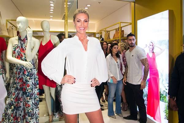 Ana Hickmann em franquia de roupas que virou franquia e leva seu nome