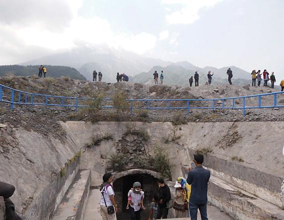 bunker kaliadem gunung merapi