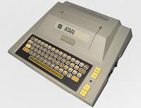 Imagen con un ordenador personal  de 8 bits ATARI 400