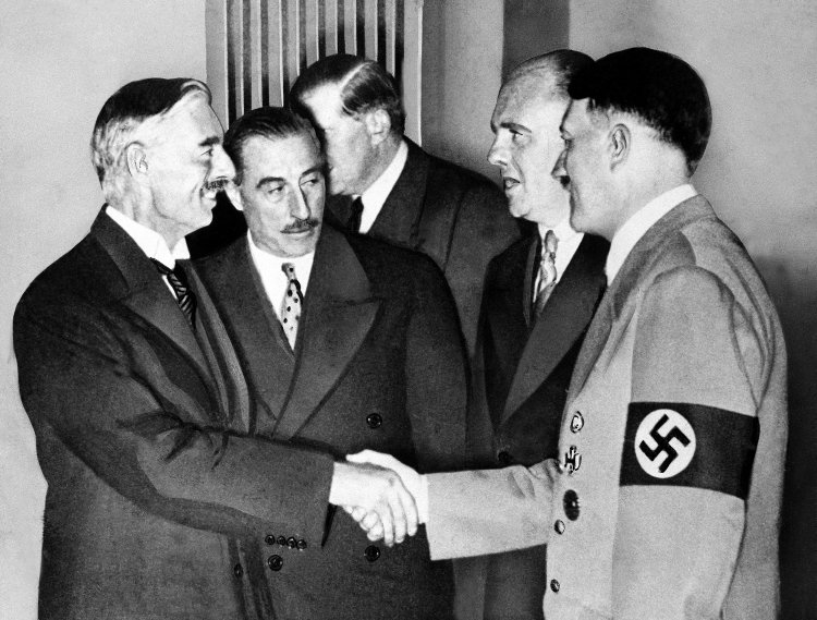 Chamberlain Hitler Munich Agreement worldwartwodaily.filminspector.com