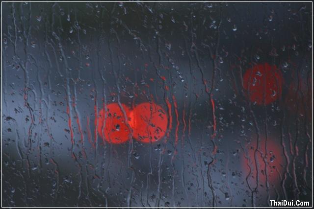 ảnh mưa chảy trên kính
