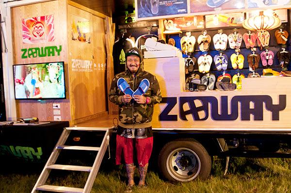 每逢音樂祭或廟會慶典,Zabway團隊就會開著改裝的小綠貨卡巡迴,與消費者直接面對面接觸。