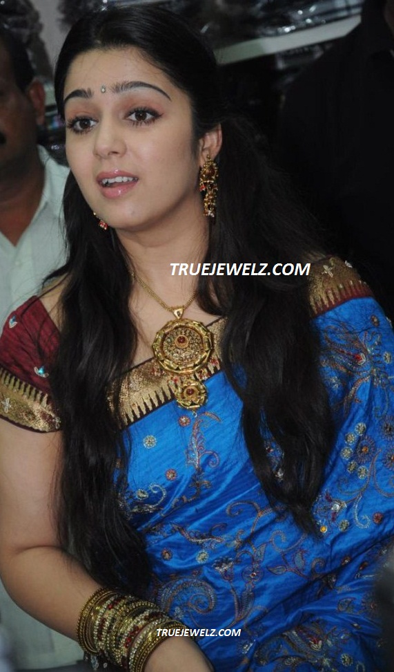 http://3.bp.blogspot.com/-JQIfeCJmwDg/UN7HGE7s7HI/AAAAAAAAazM/PVZUR7NRHh8/s1600/charmi_launches_svr_brothers_saree_showroom_vijayawada_photos_8045be4.jpg Madhubala Serial Golden Saree