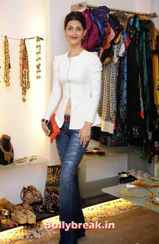 Akanksha Agarwal, Akanksha Agarwal at 'YOU Presents Resort Wear Collection'