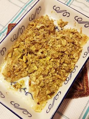 Scorfano al forno con noci e pistacchi
