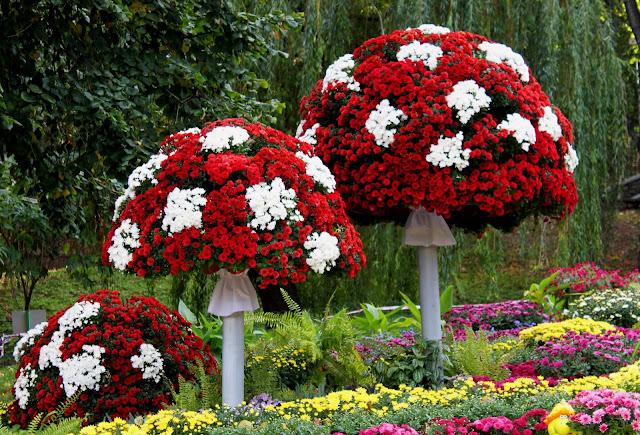 Мухоморы из цветов