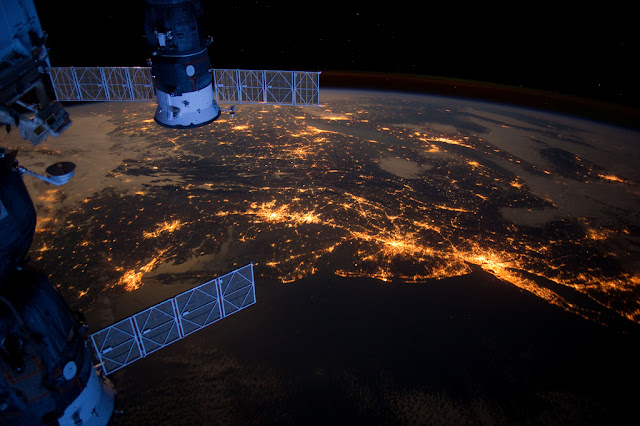 Satellite photo of the North America's Atlantic coast along with its largest cities